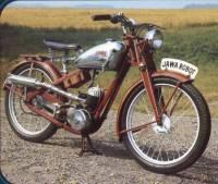 Jawa 100 byla představena v roce 1937 na Pražském veletrhu. Propagační  oddělení Jawy mělo zajímavý nápad 7e23f57106